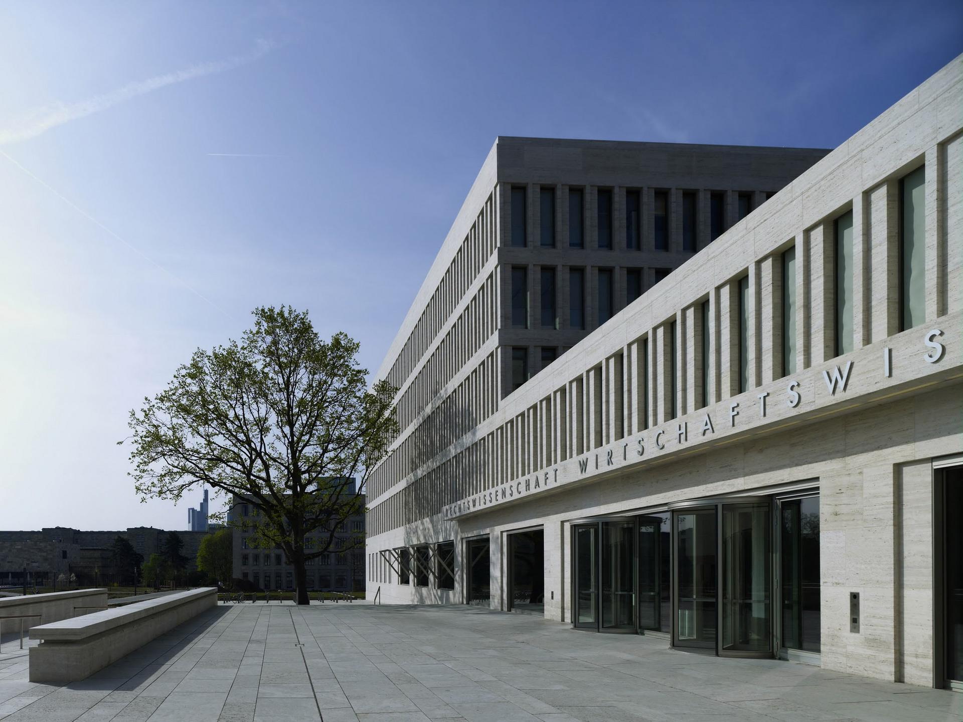 200-ruw-fakultaeten-recht-wirtschaft-campus-i-frankfurt-haupeingang-teaserbild_ridimensionare