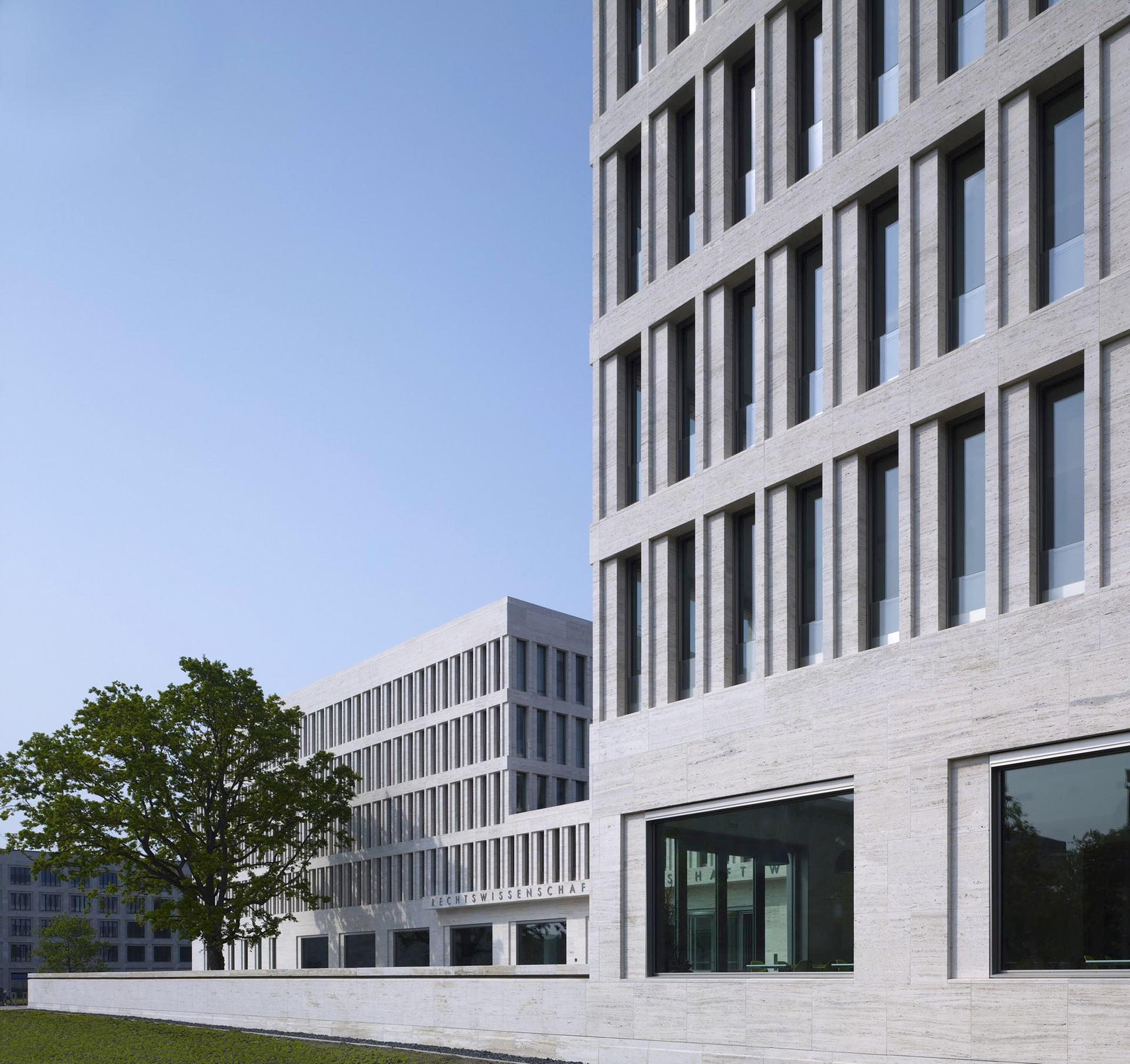 200-ruw-fakultaeten-recht-wirtschaft-campus-i-frankfurt-haupeingang3_ridimensionare